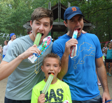 2015-07 Fun Run 3 dudes popsicles 221x203